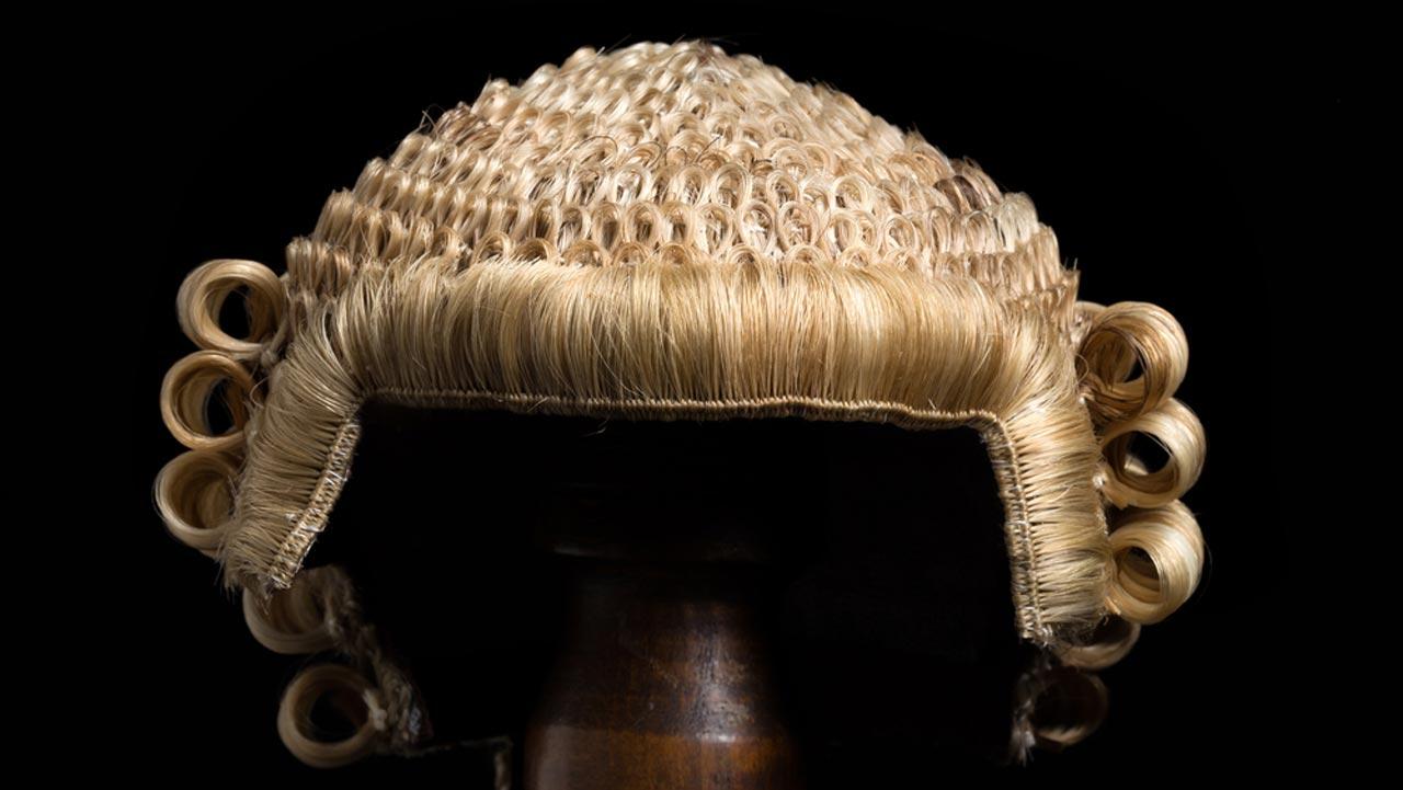 lawyer_wig